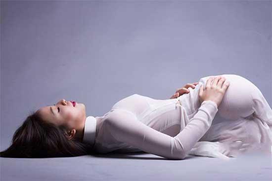 Khoe mông của nữ sinh áo dài